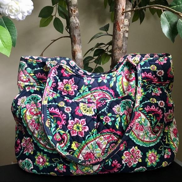 3b5277f5732 Vera Bradley Petal Paisley Shoulder Bag Purse. M 5b99159703087c18f860efbc